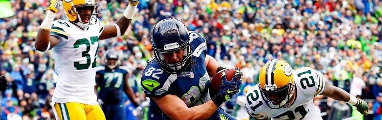 SEATTLE, WA - JANUARY 18:  Luke Willson #82 of the Seattle Seahawks catches a two point conversion in front of Ha Ha Clinton-Dix #21 of the Green Bay Packers during the fourth quarter of the 2015 NFC Championship game at CenturyLink Field on January 18, 2015 in Seattle, Washington.  (Photo by Tom Pennington/Getty Images)